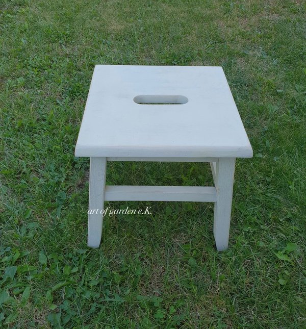 Hocker in shabby weiss